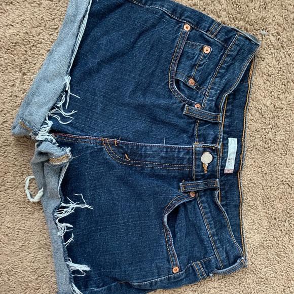 Levi cut out shorts